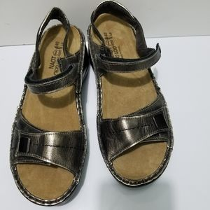 Naot Papaya Pewter Leather Sandals Size 40 US 9